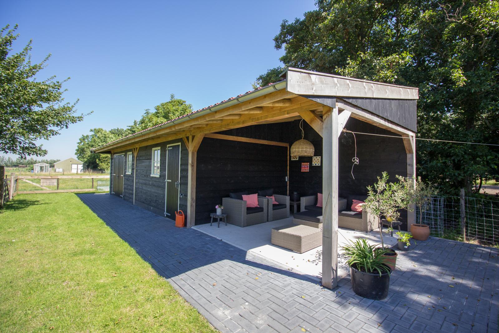 Veranda Met Schuur : Schuur met veranda waarland leegwater houtbereiding b v