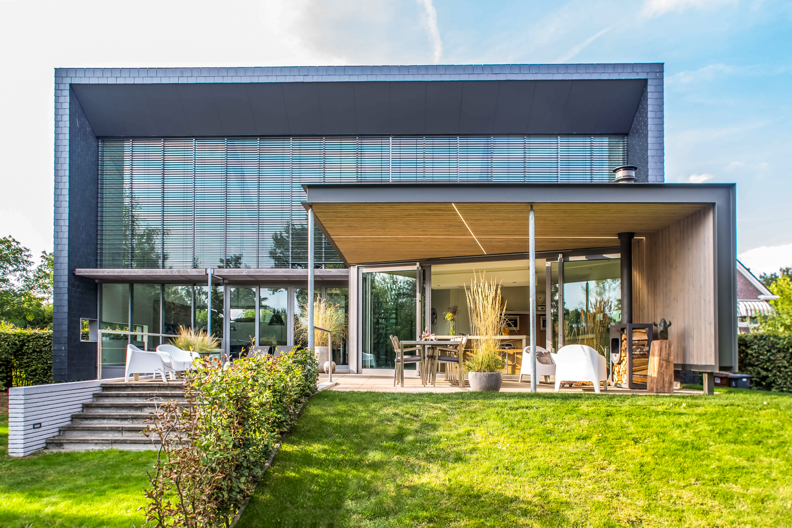 Extended roof residence Oirschot